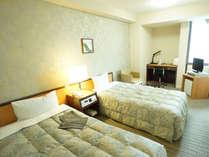 【ツインルーム】18.0平米/ベッド幅120cm×2台のお部屋です。