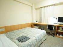 カップルおすすめ♪【セミダブルルーム】13.5平米/ベッド幅140cm×1台のお部屋です。