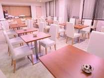 全てのプランに無料朝食パン&ドリンクをご用意!ご利用時間は7:00~9:30。全席禁煙です。