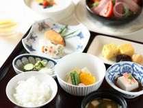 【朝食】栄養バランスの良い、体に優しい朝粥や、炊きたてのご飯の和朝食で。(イメージ)