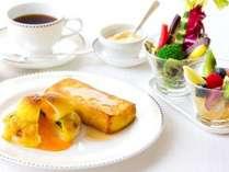 【朝食】ルームサービスご朝食 プラン限定メニュー ~伝統のフレンチトーストとエッグベネディクト~