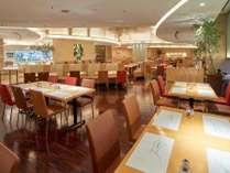【別館1階】「ダイニング カフェ」朝食、ランチ、ディナーとバラエティ豊かなブッフェメニューを。