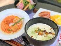 季節ごとにメニュー内容を変えた≪阿倍野オリジナル朝食プレート≫にてご用意いたします。