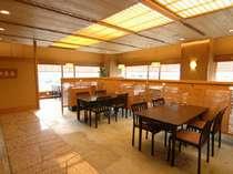 日本料理「山茶花」イス・テーブル席でリラックス