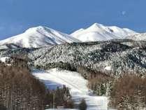 雪の乗鞍岳と月