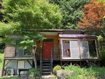 D棟は4~8名様向きでサンルーム・和室2部屋・キッチン・バス・シャワートイレがあるコテージです