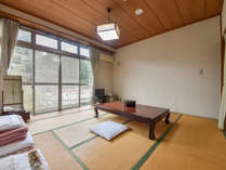 *【客室一例:本館和室8畳】こちらの和室は4名様までご利用いただけます。