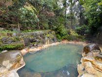 *【露天風呂:男湯】鉄分が多く、湯冷めしないのでさっと入るだけで十分に体が温まります。