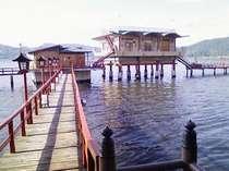 ☆湖上露天風呂☆ 【桟橋風景】 下駄の音をカランコロン響かせながら歩いて下さい♪