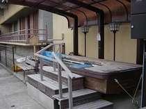 ●周辺●【足湯;弁財天の湯】当館より徒歩3分以内♪船の形です