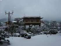 ☆湖上露天風呂☆ 【冬の景色】 シンシンと雪が降れば湖上も凍ります。