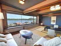 モダンルーム◇【客室一例】ソファからのんびりと温泉街を眺めてみては?