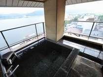 専用の露天風呂からは東郷湖も一望出来ます