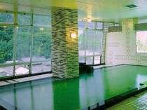 ナトリウム泉の大浴場
