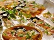 ■お食事処 山餐(さんさん)亭■ちょっとずついっぱい。50種類の小鉢のセミブッフェ