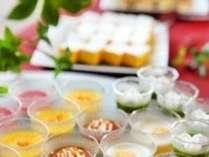 ■お食事処 山餐(さんさん)亭■デザートコーナーも充実。