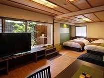 ■露天風呂付客室 翠(すい)■露天風呂付客室。川側客室一例