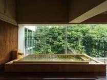 ■男子大浴場■   2012年リニューアルした露天風呂。檜の露天風呂