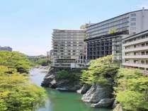 ホテル外観(新緑)