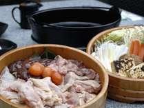 離れのお食事処「山餐亭(さんさんてい)」冬期限定 鶏すき鍋 一例