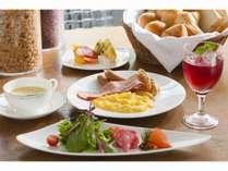 40種類以上のお料理をお愉しみ頂ける和洋朝食ブッフェ♪