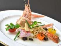 シェフの好きな食材の1つ「手長海老」を使った料理