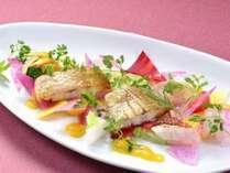 特別グルメディナー一例(日本三大深湾 厳選鮮魚のサラダ仕立て)