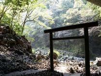 宿から車で10分の天の岩戸神社