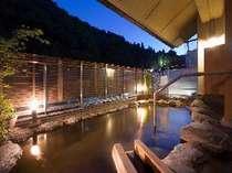 展望露天風呂の翔雲からは太子堂を眺めることが出来ます。