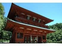 ◆高野山・大門。両脇の金剛力士像は江戸時代につくられたもの。