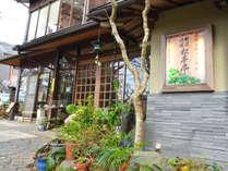 ■外観■笠置山の山頂付近に建つ旅館。小さな宿ですが、アットホームなおもてなしを大切にしております。