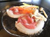 【お料理】お肉の香りが食欲をそそる。※石焼ぼたん膳(3)