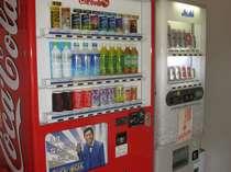 【大浴場入口】お風呂上りには、自動販売機でお飲み物を購入できます。