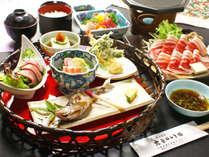猪肉と季節の一品を集めた籠のお料理^^「良い物を少しづつ」で土地の旬を楽しめるので、女性に人気です!