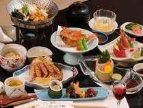 彩-いろどり-の膳 (一例)小さなきんき唐揚げの付いた全十二品の当館基本のご夕食です。