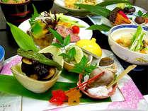【夕食一例】地元の食材、当館で獲れた食材や季節の旬の食材を使った郷土料理をお愉しみいただけます。