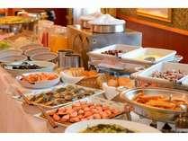 ご朝食は県産品にこだわった和洋のバイキング(6:30~9:30 1Fレストラン「ラ・セーラ」)