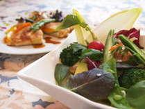 女性シェフの作るディナーは女性ファンが多く、フレッシュでおいしい地物食材でお届けします☆!