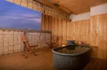 七尾湾を望む露天風呂付き客室(和室10畳プラスウッドデッキテラス)