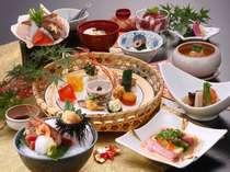 前菜から始まり〆のデザートまで…能登の旬の素材が楽しめる能登会席料理の一例