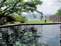 *【露天風呂】御影石の内湯には露天風呂が付いており、東郷湖を眺めながらのんびりお入りいただけます。