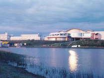 *【外観】天塩川と日本海が交わる場所に、当館「てしお温泉夕映」はございます。
