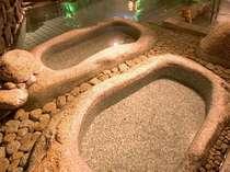 源泉掛け流しの湯量豊富な大浴場「福の湯」寝湯がございます。