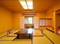 客室一例「白山の間」本格数寄屋造りの趣きは、すべてが異なるお部屋となっております。