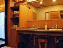 準特別室「観月の間」源泉掛け流し露天風呂の入口洗面台です。