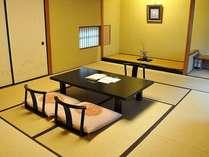 客室一例「夢の間」本格数寄屋造りの趣きは、すべてが異なるお部屋となっております。