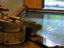 源泉掛け流しの湯量豊富な大浴場「芦の湯」午前・午後男女入れ替えとなりますので、ぜひご入浴ください。