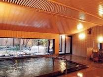 源泉掛け流しの湯量豊富な大浴場「芦の湯」広々とした内湯です。
