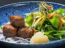 若狭牛ステーキ一例:きめ細かく柔らかい肉質が特徴で、とろけるような舌ざわりが好評を得ています。