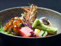 皐月料理:向付一例(虎魚、がさ海老、間八、造り湯葉、本鮪5種盛)
